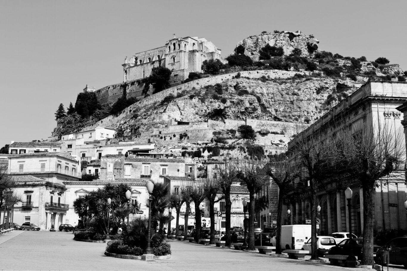 Scicli - I luoghi delle celebrazioni per la pasqua nella città sicialiana di Scicli. La città si prepara per la festa di Domenica.