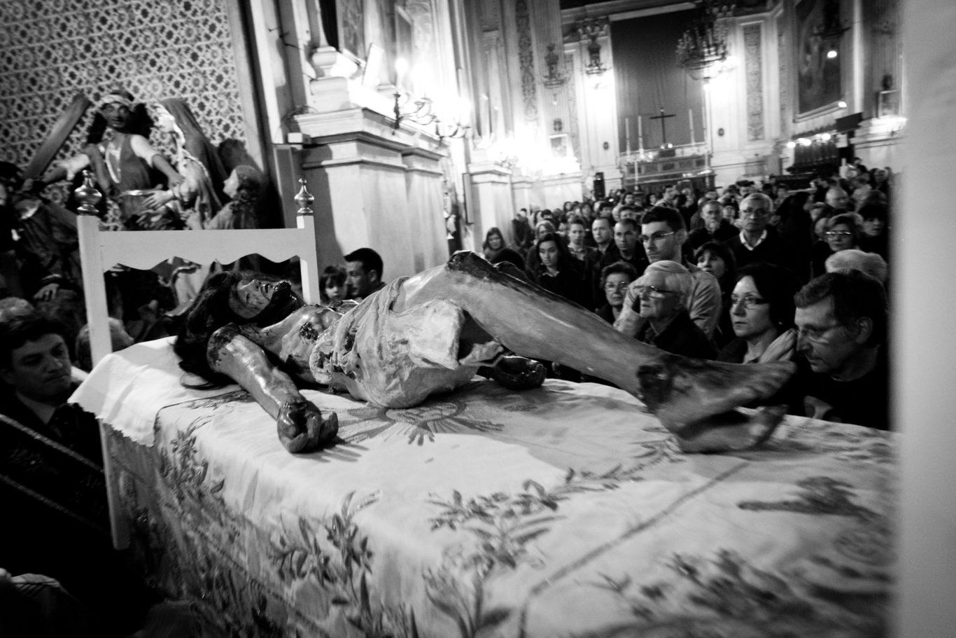 Scicli - I luoghi delle celebrazioni per la pasqua nella cittˆ sicialiana di Scicli. La cittˆ si prepara per la festa di Domenica.