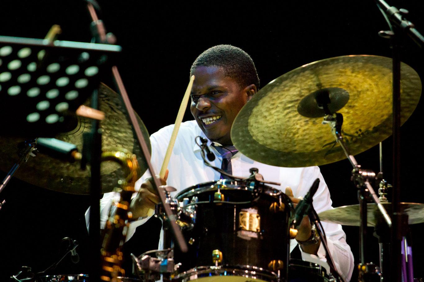 Umbria Jazz 2011 - Il quarto giorno del festival vede salire sul palco Branford Marsalis insieme al pianista statunitense Joey Calderazzo.