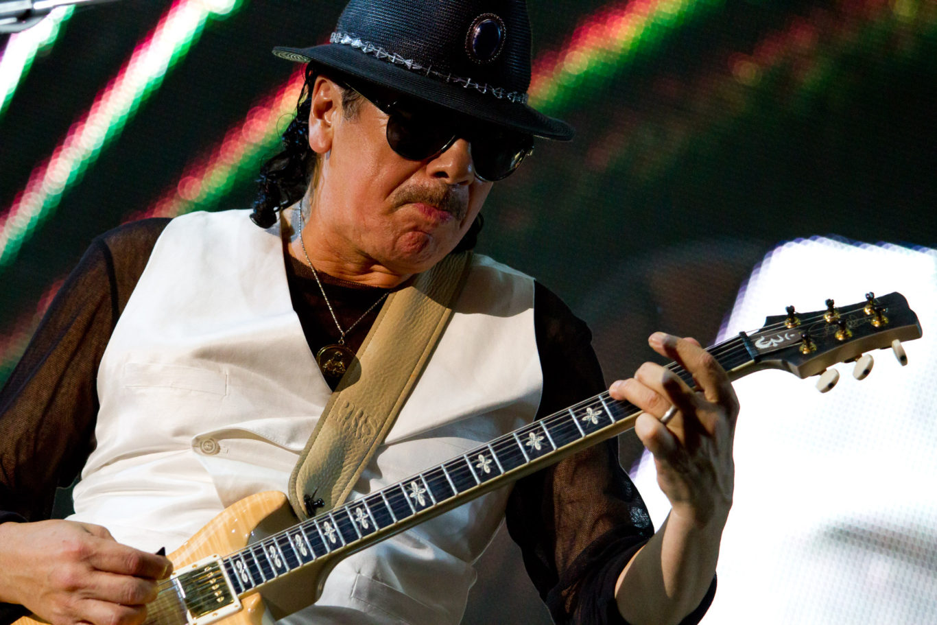 """Santana - Umbria Jazz 2011 - Allo stadio Santa Giuliana per la quinta serata del festival si esibisce sul palco la leggenda vivente della chitarra Carlos Santana. Presenta sul palco il suo nuovo lavoro in studio: """"Guitar heaven: the greatest guitar classics o all time"""". Una versione propria dei migliori brani della musica rock che hanno fatto la storia."""