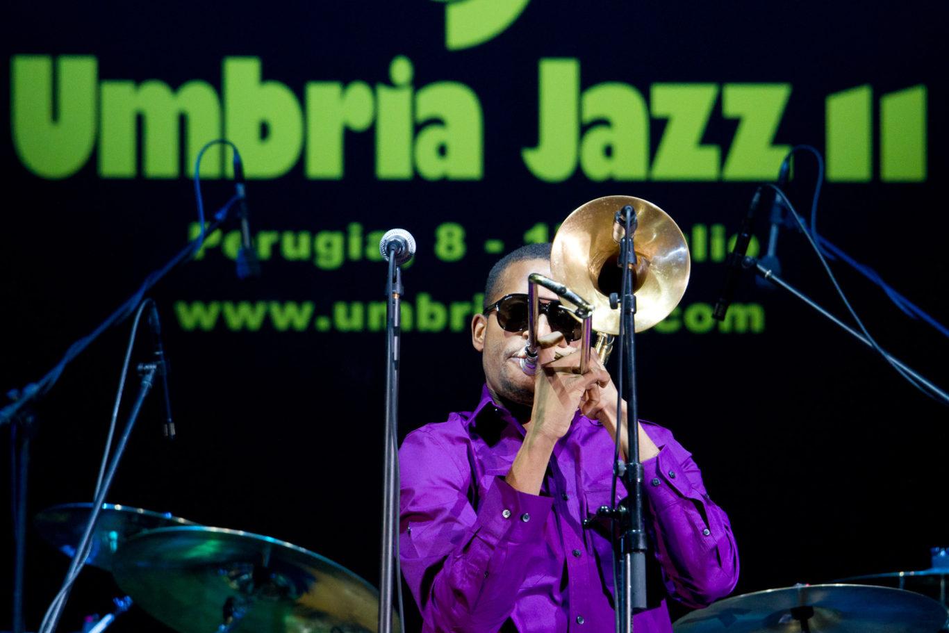 Umbria Jazz 2011 - Stadio Santa Giuliana di Perugia, Gilberto Gil si esibisce per la settima serata del festival di Umbria Jazz.